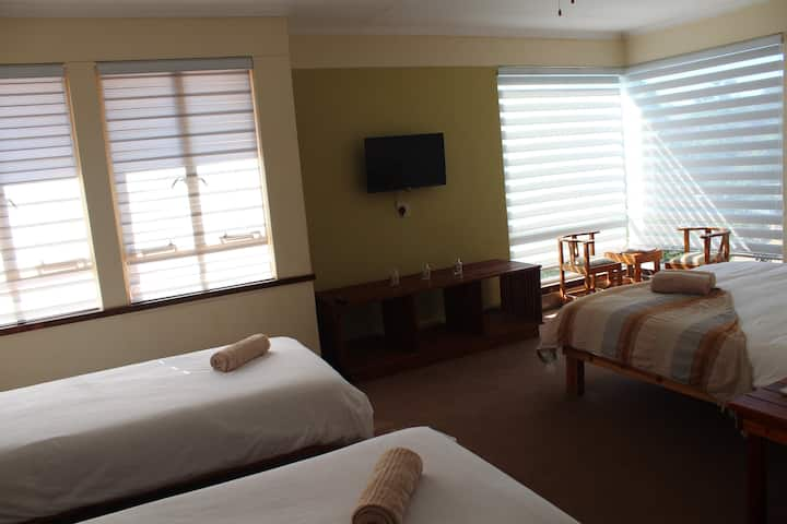 Acorn Lodge Comfort Family Room