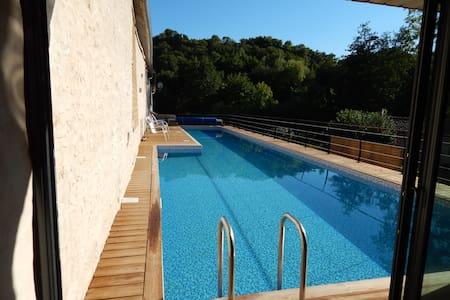 Maison Villa bord rivière Piscine de 20m 30° Spa - Saint-Maixent-l'École - Villa