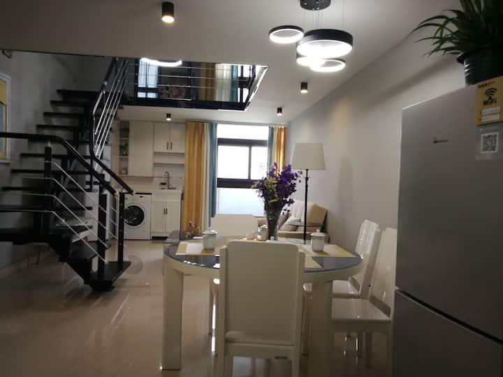 嘉华国际复式公寓 凭密码自助入住