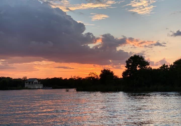 Stunning Riverfront home on Lake LBJ☀️
