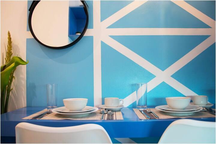 Les Santorini-Themed Condo Home Near GMA-7