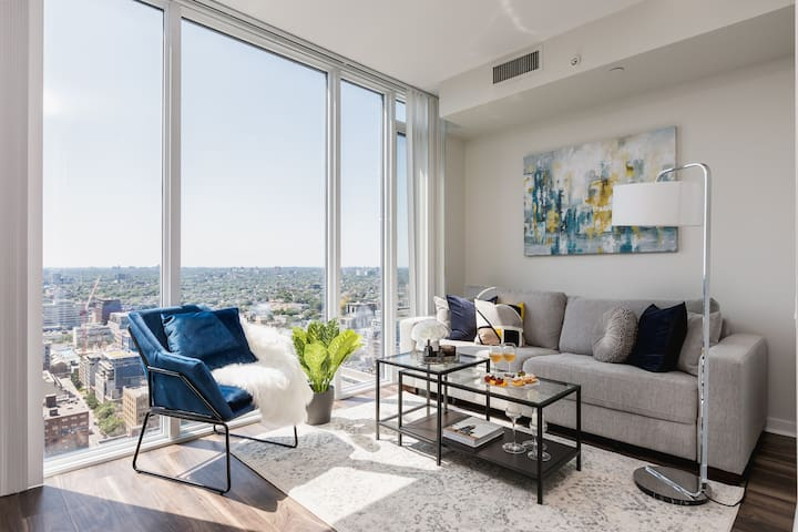 Luxury Ent. District Condo - City/Lake View