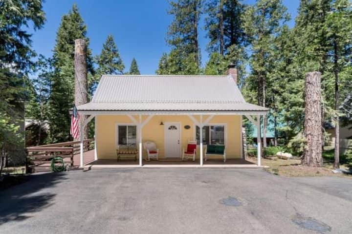 East Village Shaver Lake Cabin - Mellow Yellow