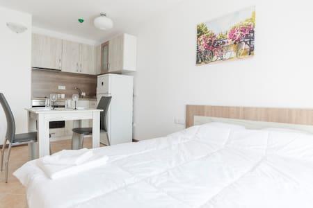Oasis Resort Cozy Apartments Studio - Lozenets