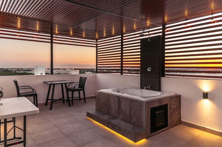 King Bed PH w/ the option to book rooftop jacuzzi