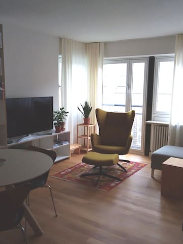 Central apartment near the central station/Messe