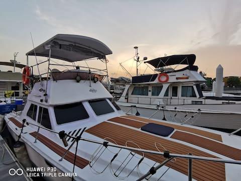 Sweet Elegant Boat Home @ Marina Waterfront