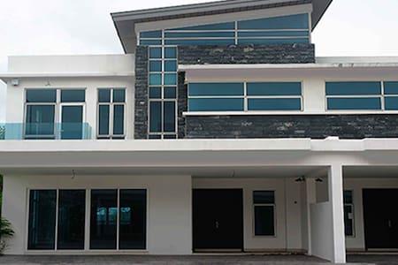 Homestay   My Diva Villa - Cyberjaya - Villa
