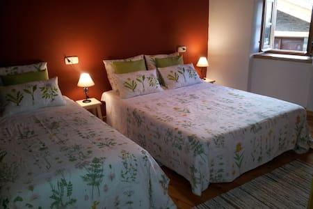 Habitación grande en casa rústica - Guils de Cerdanya