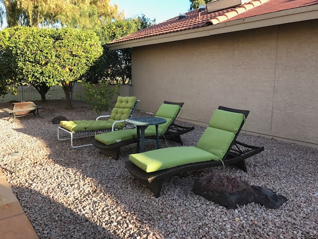 Quiet Casita on Golf Course with Private Entry - Sun Lakes - Gjestehus