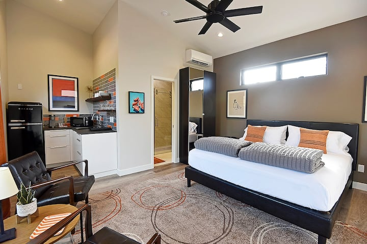 Luna Suite Sedona Uptown w/Parking, Private Entry