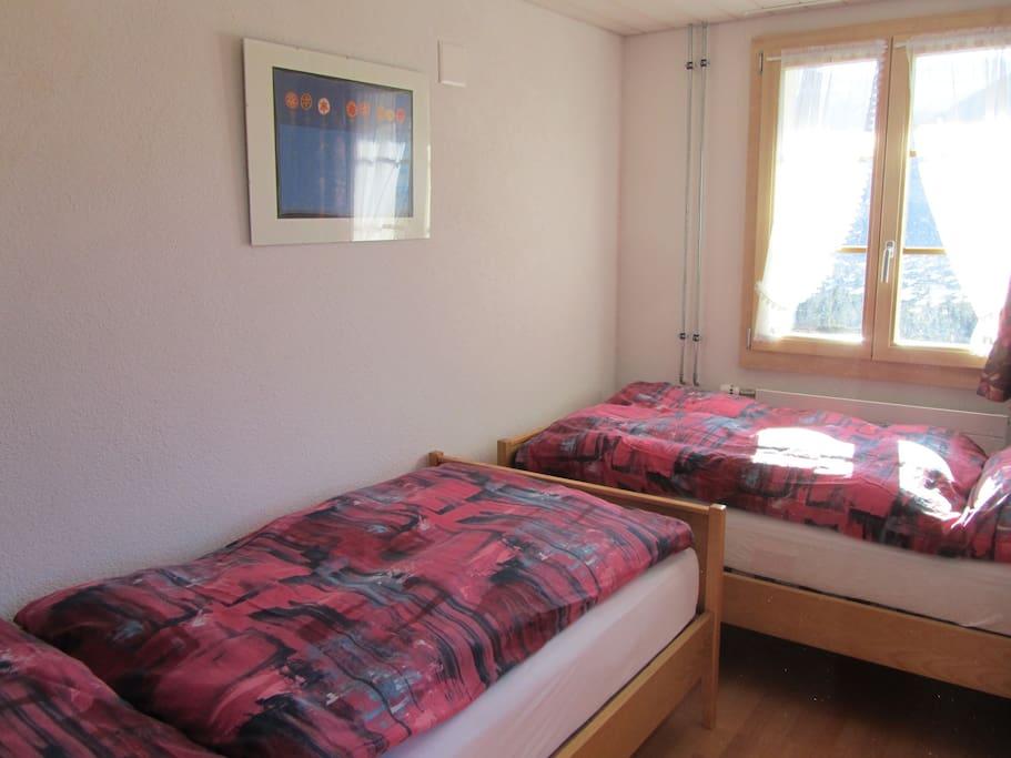 2 Einzelbetten, Schrank