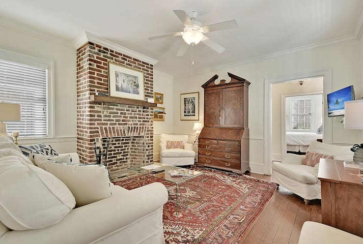 The Colonial (Suite A) - 2 bed/1 bath with off-street parking (circa 1840's)