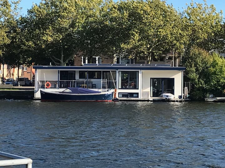 Private Houseboat in the city centre of Haarlem