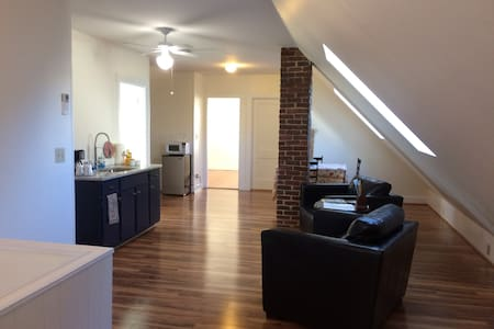 Cozy Apt Downtown Salem - Salem