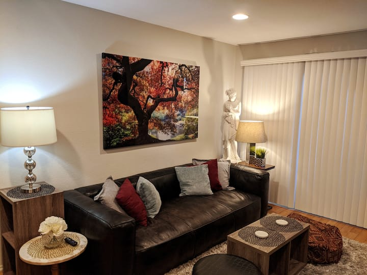 Luxurious&Convenient 1 BR at amenity rich property