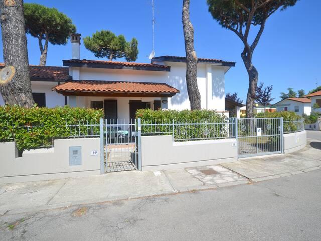 Villa Prestige near the sea
