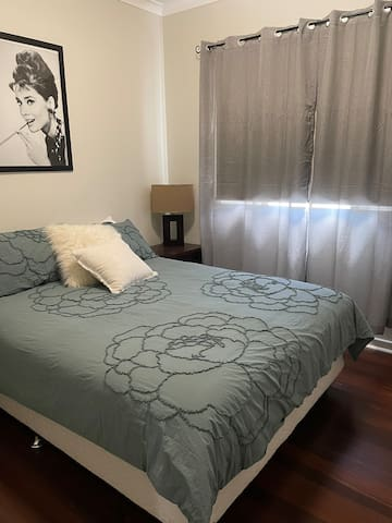 Queen sized bed in a lovely room