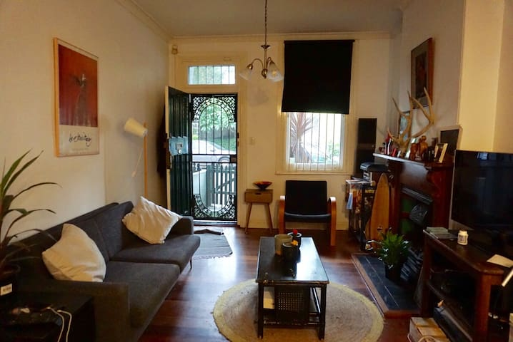 Fun and Eclectic Home in the heart of Erskineville - Erskineville - Talo