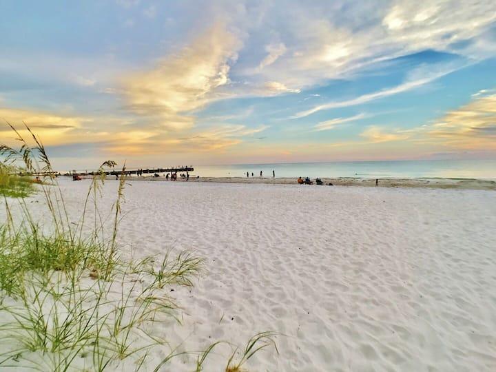 Beachside apartment, walk to beach and more