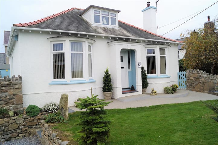 Superb, Spacious Dormer Bungalow, Enclosed Garden.