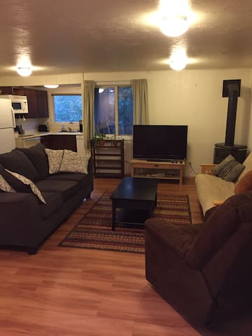 Girdwood mountainside 1BD apartment