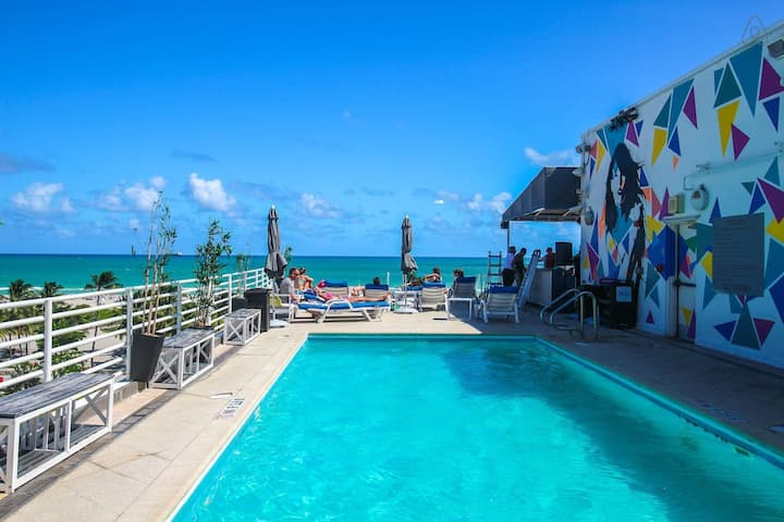 🌴Ocean Drive| Balcony | Roof top Pool and Bar 🏖️