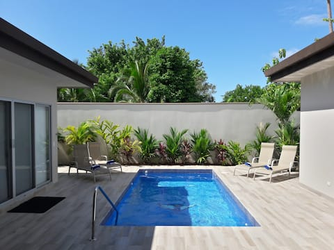 Casa Fishplanx: Modern, minutes to Beach and Surf!