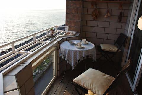 屏東枋寮豆魚民宿--車站步行可到,開窗即享大片海景,墾丁花蓮中繼站。