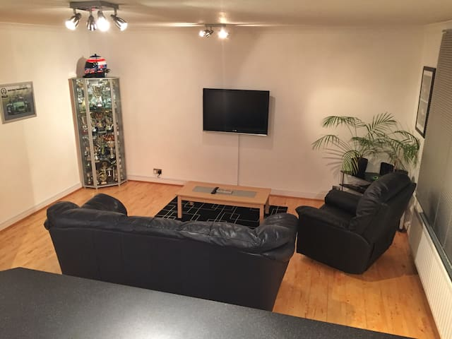 My clean and modern apartment in beautiful Surrey! - Walton-on-Thames - Lägenhet