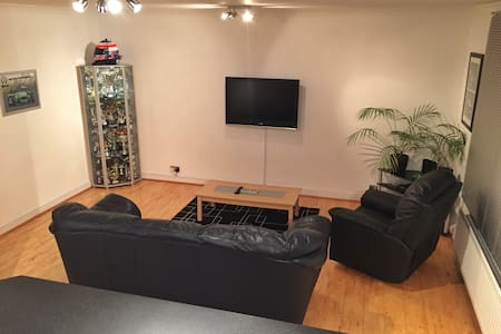 My clean and modern apartment in beautiful Surrey! - Walton-on-Thames - Apartment