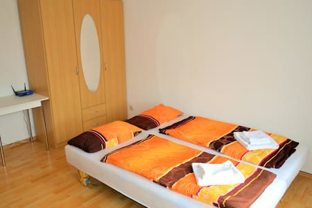 Sunny middle room close to City Center - Dresden - Pis