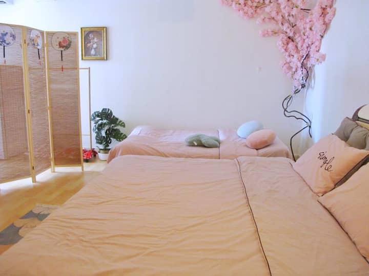 【1895 • 睡了个月亮】日式风格温馨大床/大屏投影/蓝牙音响/世贸圈/海口湾/万绿园/骑楼老街