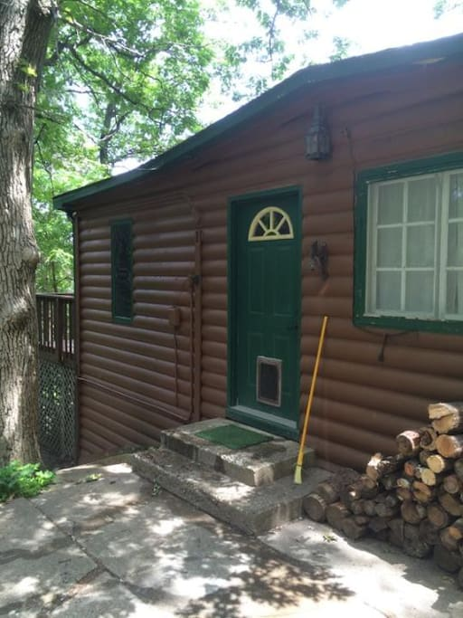 Cabin at whiskey bluffs cabins for rent in lake city for Lake pepin cabin rentals