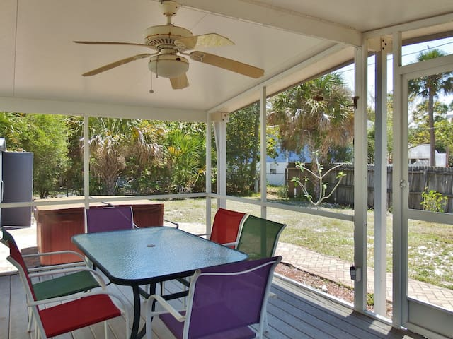 Hibiscus Retreat - Fort Myers Beach - Flat