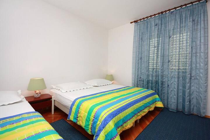 Apartamenty typu studio przy plaży Tucepi (Makarska) (AS-2666-a)