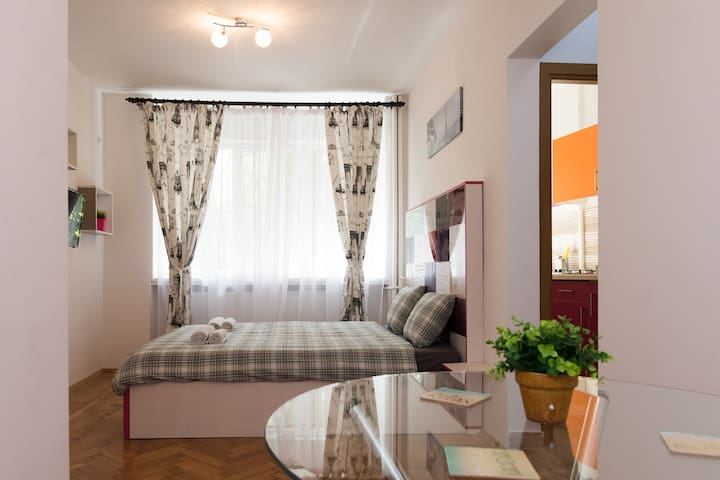 ✪ Private Flat near Central Park of Bucharest ✪