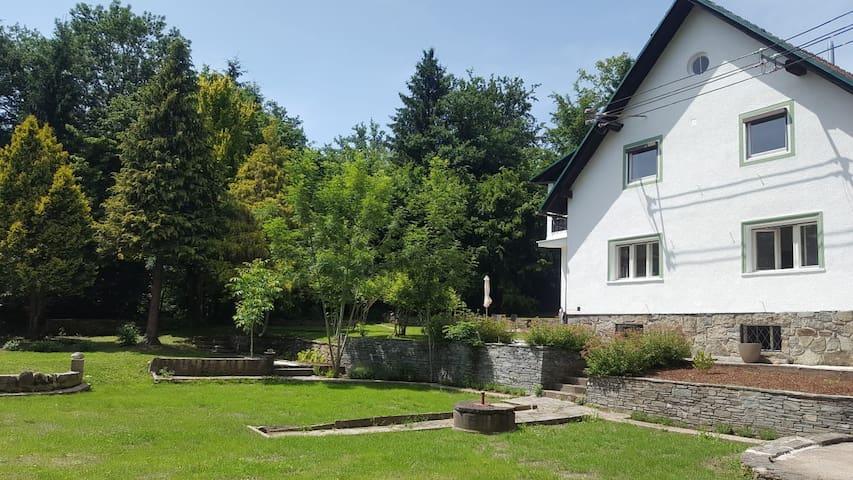 Wohnung in gemütlichem Landhaus in Seenähe (EG)