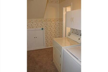 Newly renovated basement - Arvada - Hus