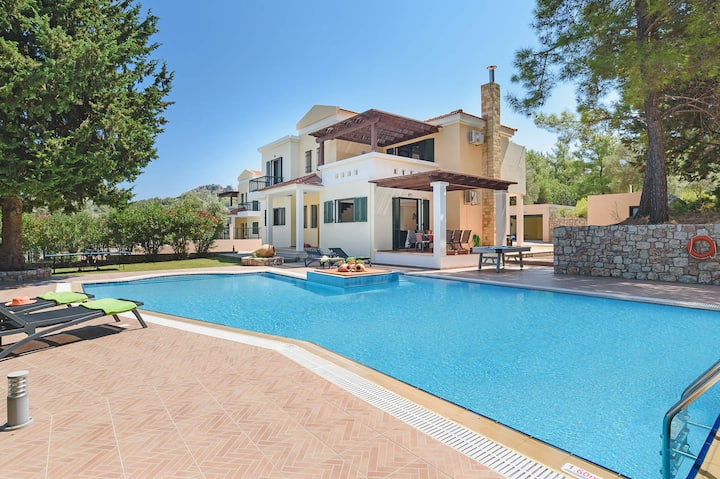 Seven Springs Dimitra Villa with heated pool