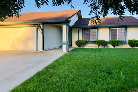 Charming, Comfy Home in Livingston