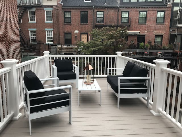 Location!  Deck & Parking For Rent, Sleeps 4