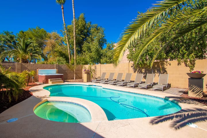 Scottsdale 5 BDRM Estate by Kierland w/3 KING BEDS   ❤️ Big Pool-Spa-Mini Golf-Boccie-Guest Room.