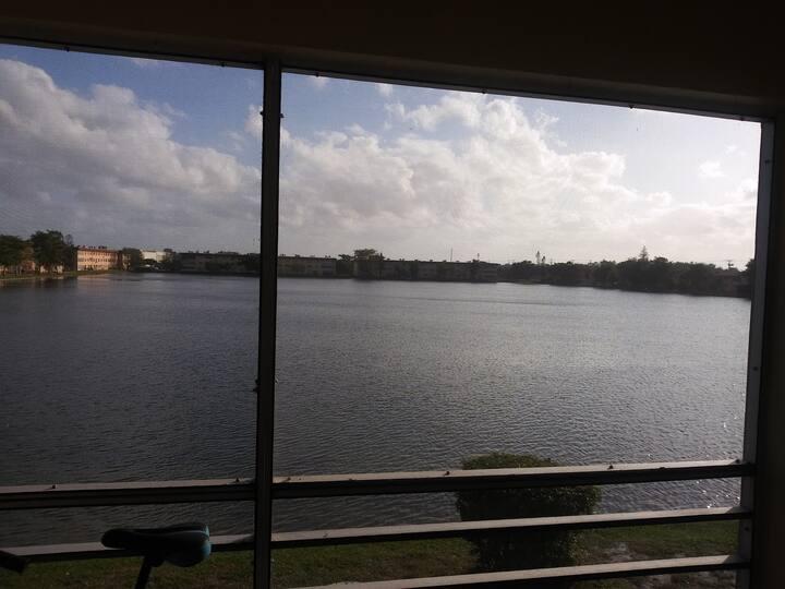 Balcony View on Lakeside!