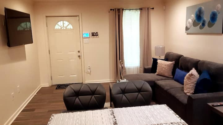 Updated and Modern 1-bedroom in Baton Rouge