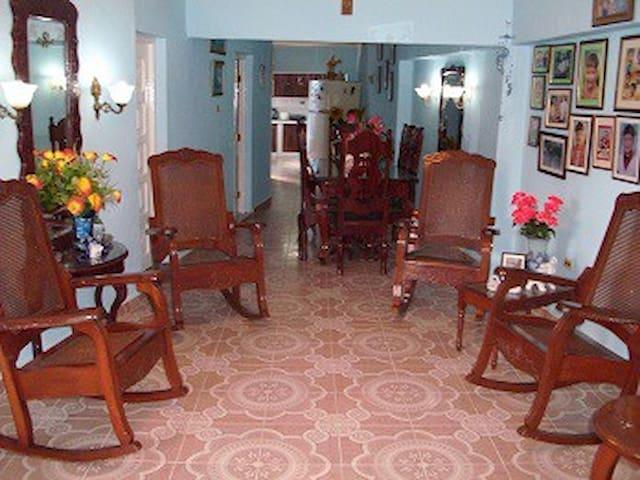 Hostal La Casa Azul, Sra. Omaida, Sancti Spíritus. - Sancti Spiritus - Hostel