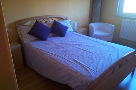 Habitación en piso pareja joven - Noia - Daire