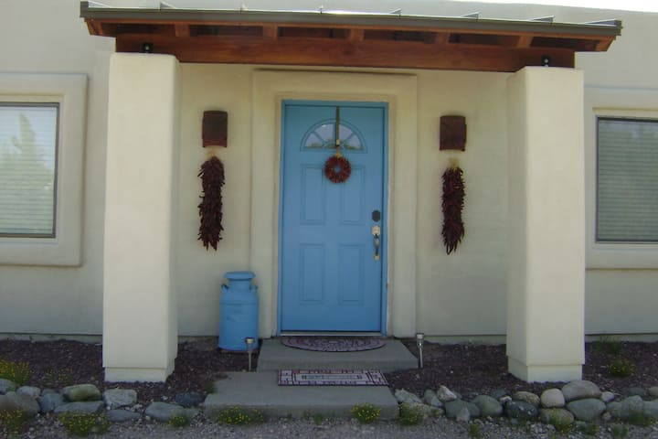 Four Flags Farm:  way out West  Guest House
