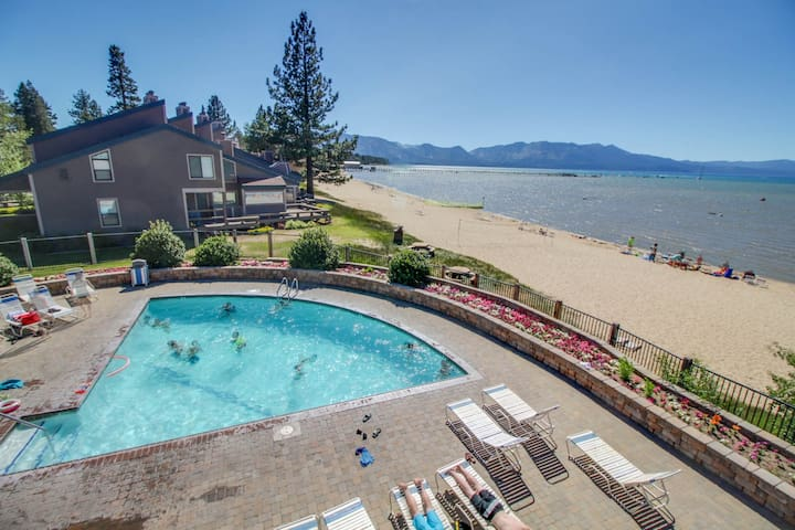 Condo w/ shared pool/hot tub, full kitchen, and access to a private beach