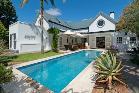 Luxury family villa with large private garden - Franschhoek